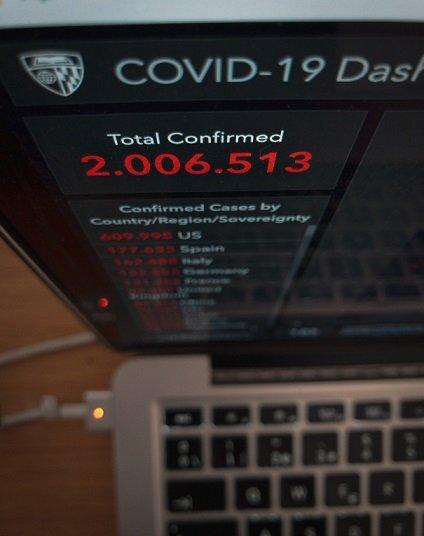 Casos de Coronavirus en pantalla de Ordenador